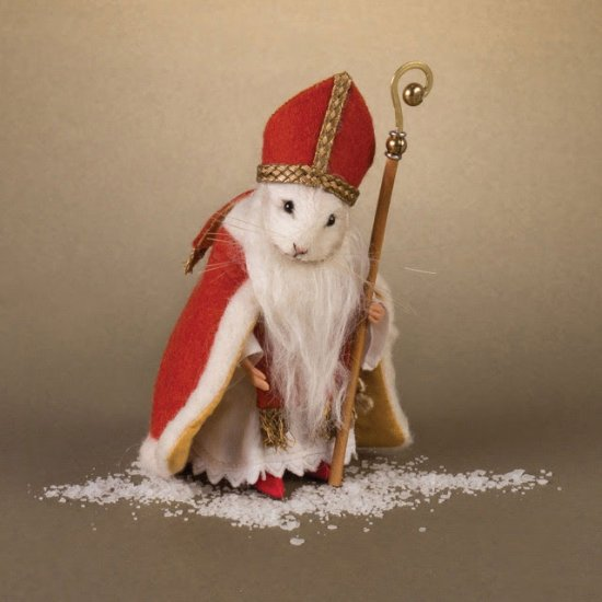 R. John Wright 'St. Nicholas' Christmas Mouse - Click Image to Close