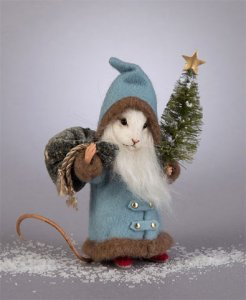 R. John Wright 'Kris Kringle' Christmas Mouse